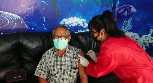 kegiatan vaksin kepada lansia